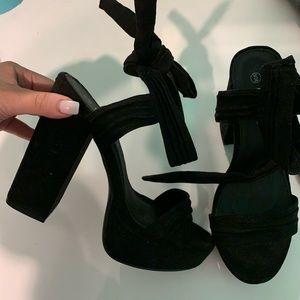 Platform Tie Black heels